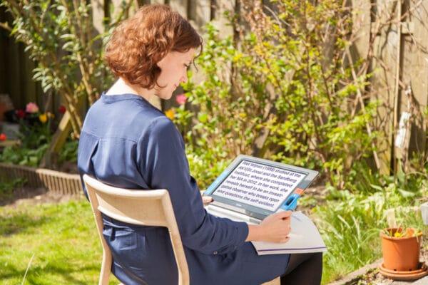 Optelec Traveller HD im Garten